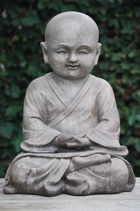statue bouddha ext rieur un objet d coratif et symbolique. Black Bedroom Furniture Sets. Home Design Ideas